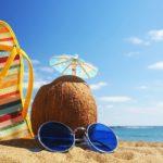 sommer-urlaub-2013-hintergrund-mit-meer-strand-kokosnuss-pantoffeln-und-sonnenbrille-hd-sommer-bilder
